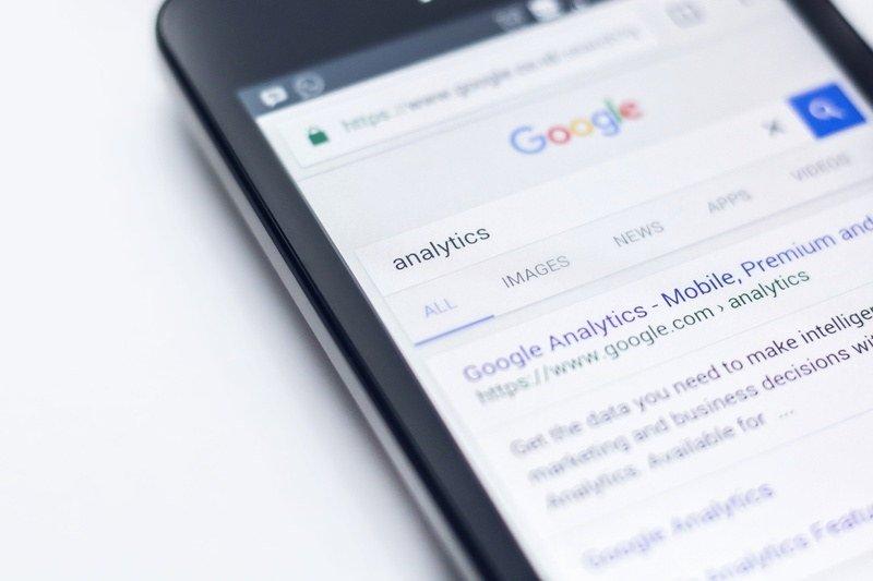 """google pesquisa - Você já se deu conta da quantidade de pacientes que consultam o """"Dr. Google""""?"""